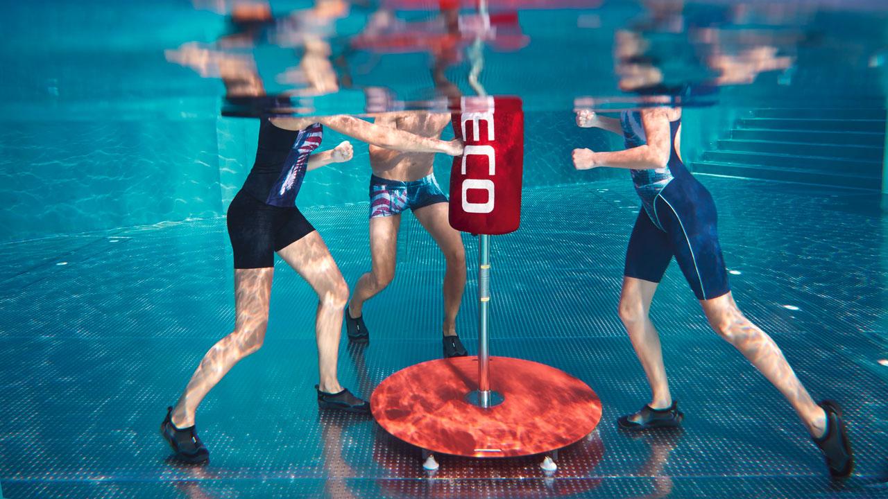 Sportlicher Damen-Badeanzug mit Bein für Aquafitness und Schwimmsport.